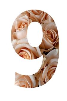 Nummer negen van roze bloemen op een witte muur,