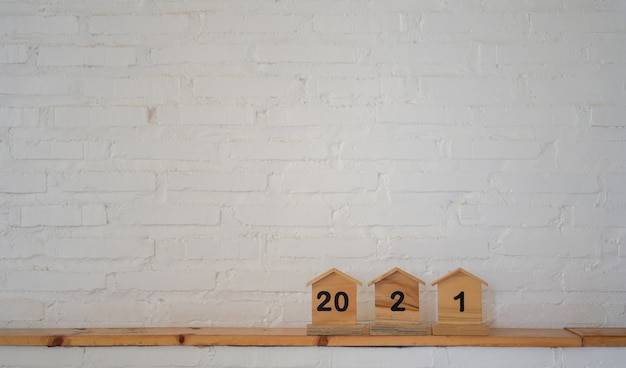 Nummer op een houten huismodel