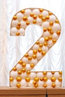 Nummer twee gemaakt van ballonnen.