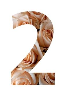 Nummer twee van roze bloemen op een witte muur,