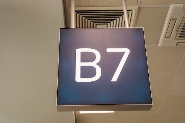 Nummer van de luchthavenpoort. voor passagiers business en economy class.