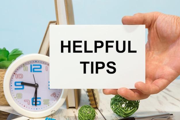 Nuttige tips tekst op de kaart in de hand