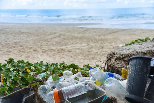 Nvironmental probleem van plastic vuilnis vervuiling in de oceaan