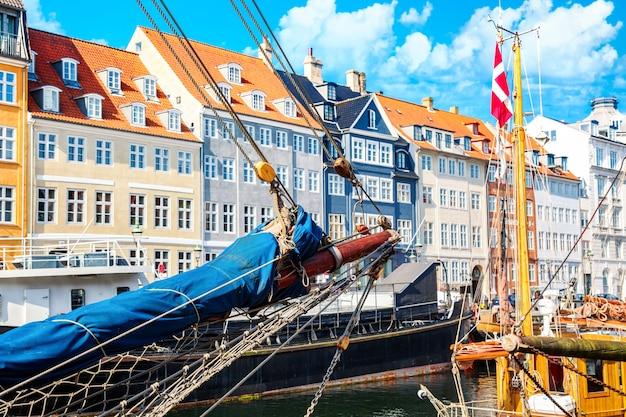 Nyhavn-haven in het centrum van kopenhagen, denemarken