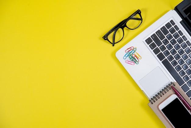 Objecten met bedrijfsaccessoires en bovenaanzicht