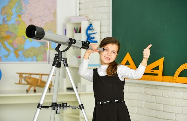 Observatieconcept astronomie en astrofysica sterren en melkwegstelsels studietelescoop school