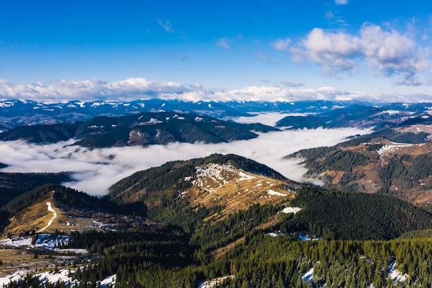 Ochtend in de bergen. karpaten, oekraïne, europa schoonheidswereld