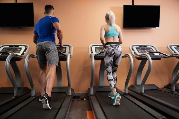 Ochtend joggen op de loopband