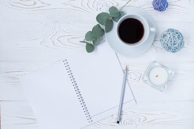 Ochtend koffiemok voor het ontbijt