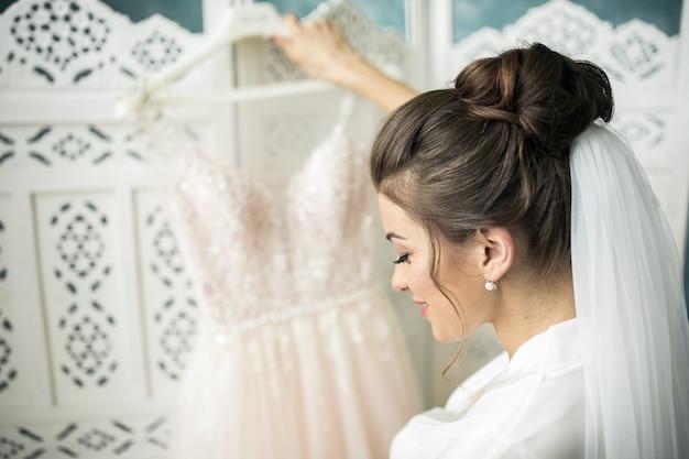 Ochtend van de bruid, voorbereidend op de ceremonie