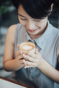 Ochtendbureau drank latte smaak