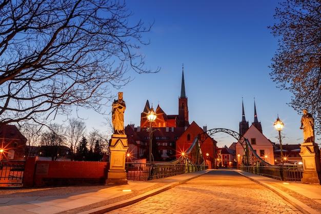 Ochtendzicht op de bezienswaardigheden van de stad wroclaw in polen in het voorjaar