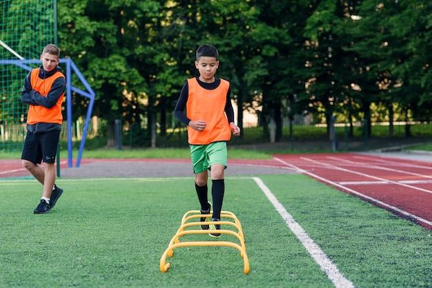 Oefeningen voor het jeugdvoetbalteam