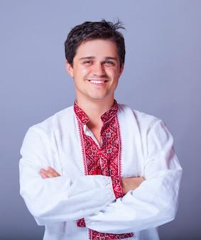 Oekraïense man in nationale kleding