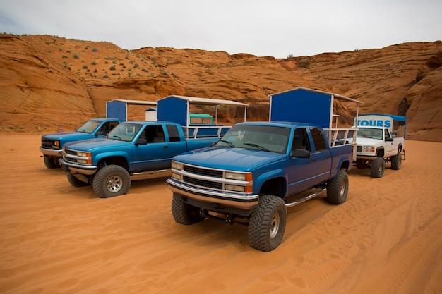 Off-road voertuigen die worden gebruikt bij avontuurlijke tochten in antelope canyon