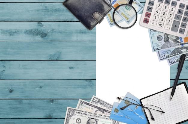Office plat lag samenstelling met rekenmachine, adresboek en andere kantoorartikelen