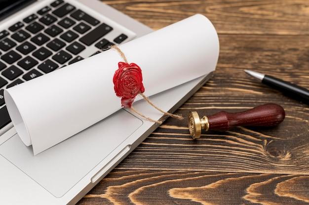 Officieel lakzegel en diploma van afstuderen