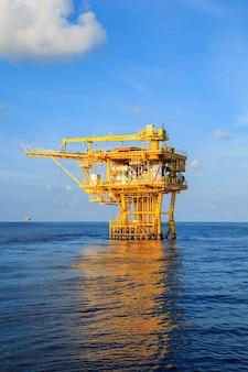 Offshore-industrie olie- en gasproductie aardoliepijpleiding.