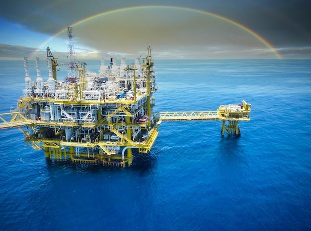 Offshore olie- en gasraffinaderij Premium Foto