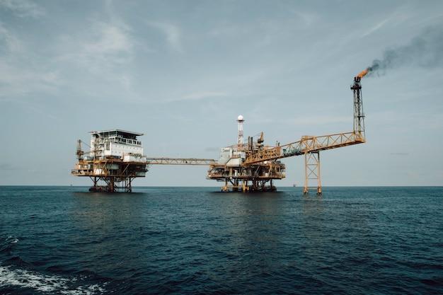 Offshore zeetuig op afstand industrie olie- en gasproductie aardoliepijpleiding.