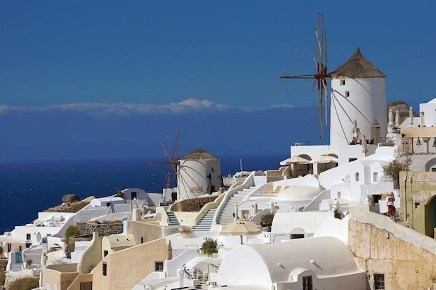 Oia, griekenland, prachtig uitzicht op oia in de cycladen