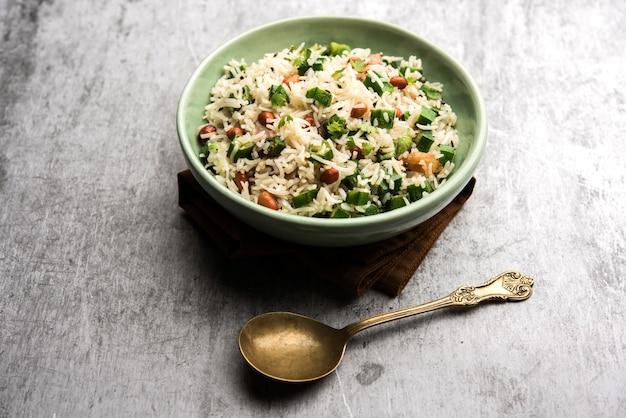 Okra of bhindi rijst ook bekend als vendakkai sadam, geserveerd in een kom, selectieve focus