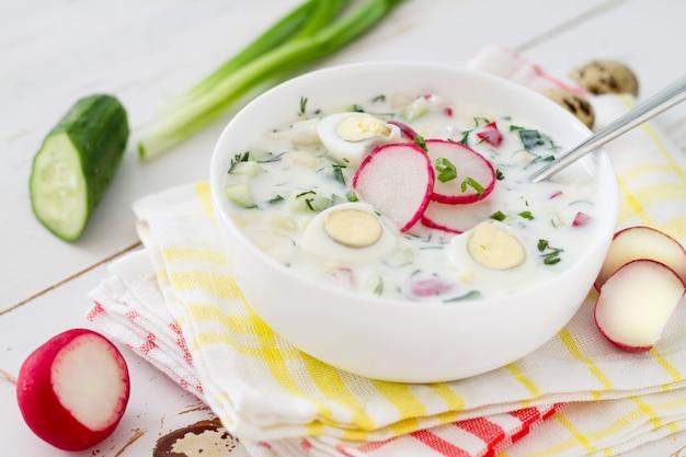 Okroshka - traditionele zomerse koude soep