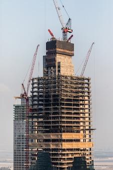 Oktober, 2018. bouwconstructie van wolkenkrabbers in dubai.
