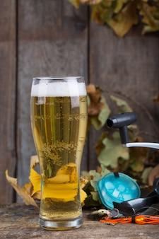 Oktoberfest met visgerei en glas een biertje