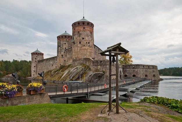 Olavinlinna middeleeuws kasteel in finland