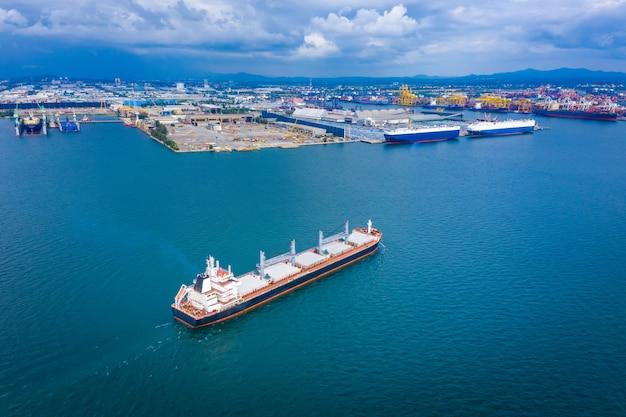 Olie en gas met petrochemische tankschip import export bedrijf internationale open zee