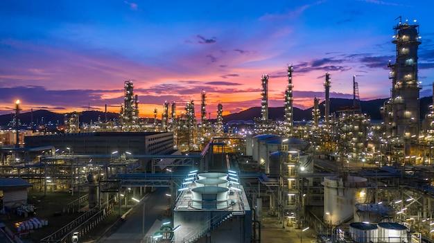 Olieopslagtank en fabriek industrieel