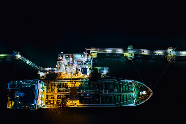 Olietanker verzending laden in olie station import en export logistiek transport bedrijf