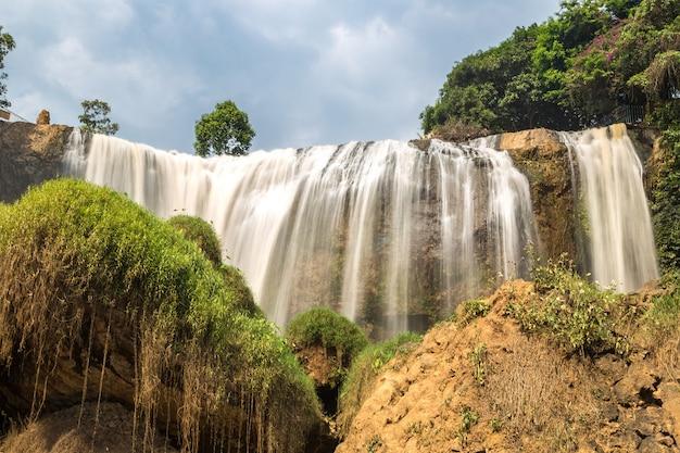 Olifantswaterval in dalat uit vietnam