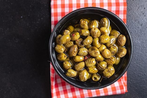 Olijf gegrild vers fruit grill olijven in plaatmaaltijd snack op tafel kopieer ruimte voedsel achtergrond