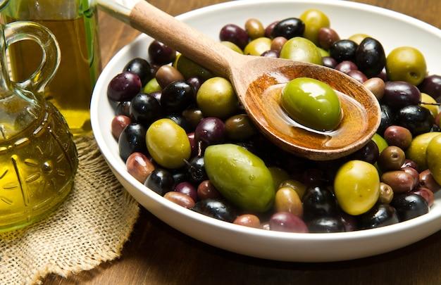Olijfolie en olijven