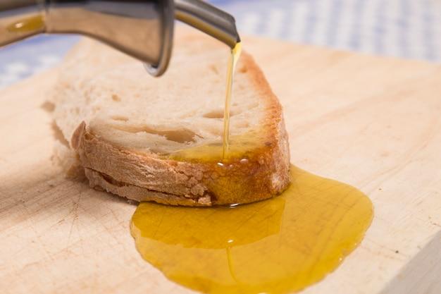 Olijfolie op traditioneel brood