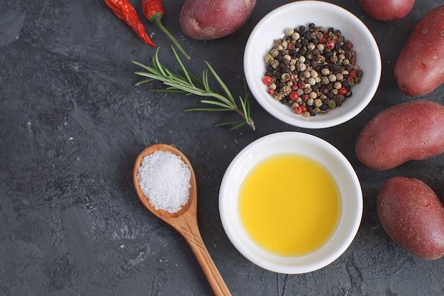 Olijfolie porseleinen bord rozemarijntak pepermix chilipeper