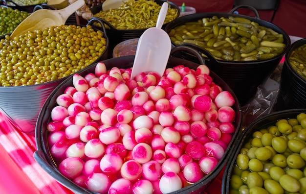 Olijven en azijn uien augurken