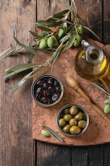 Olijven met brood en olie