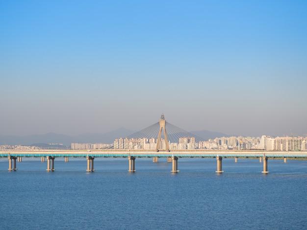Olympic bridge is een brug over de han-rivier in seoul, zuid-korea.