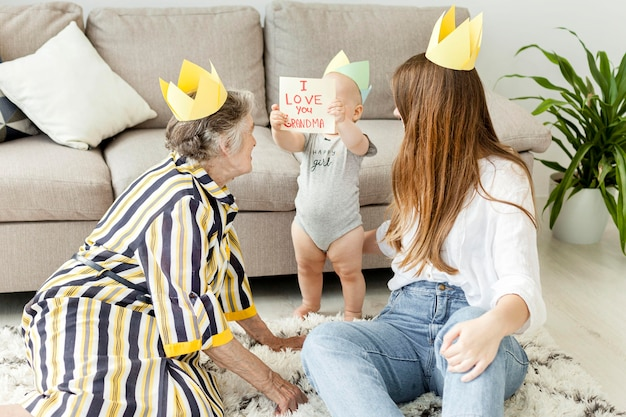 Oma brengt graag tijd door met familie