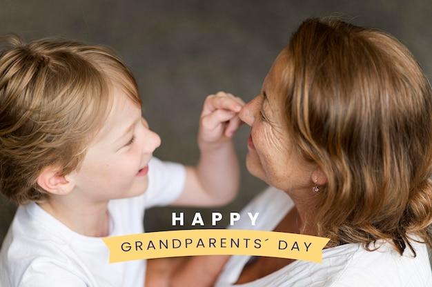 Oma en kleinzoon grootouders dag vieren