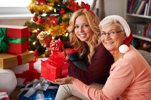 Oma komt altijd bij ons met kerst