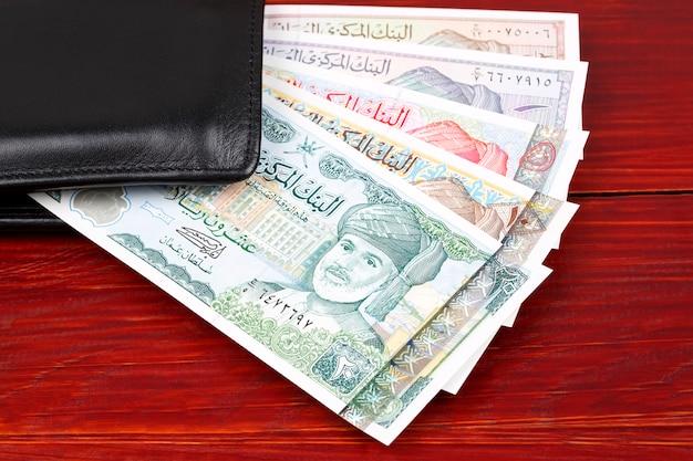Omaanse rial in de zwarte portefeuille