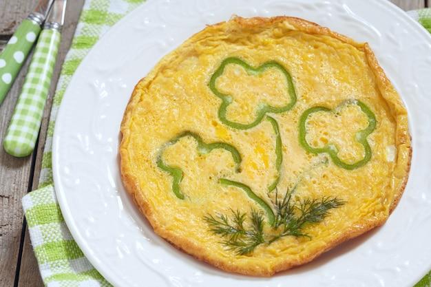 Omelet met groene peper voor st. patrick-dag