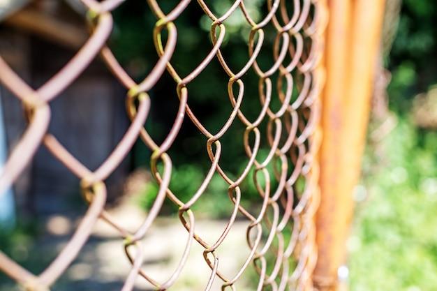 Omheining van het oude net.