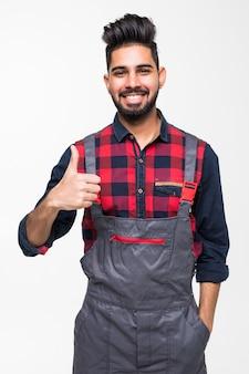 Omhoog glimlachend de indische duimen van de mensenarbeider op witte ruimte