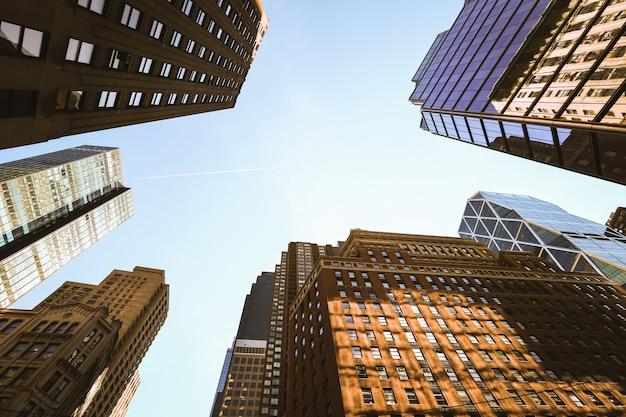 Omhoog kijkend lower manhattan-wolkenkrabbers, de stad van new york