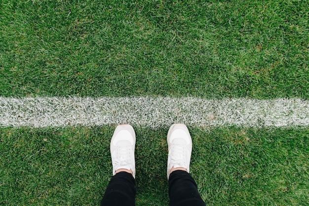 Omhoog van gras en tekens op voetbal of voetbalgebied 2019